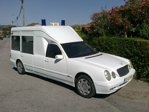 Mercedes Benz E 220 CDi Ambulancia 2001